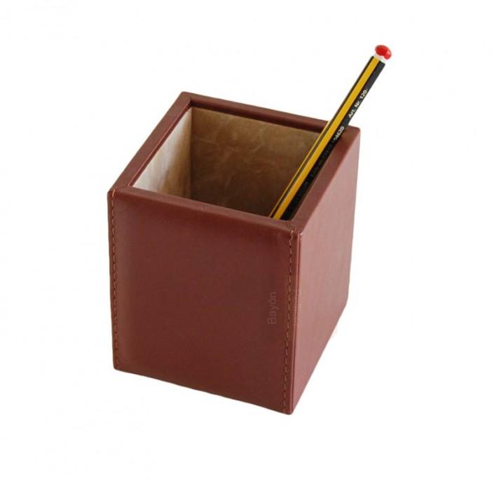 articulos-de-escritorio-cubo-lapicero-piel-cuadrado-bayon-pellicer